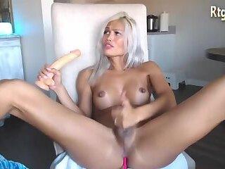 lovely gurl Anya toying ass on webcam